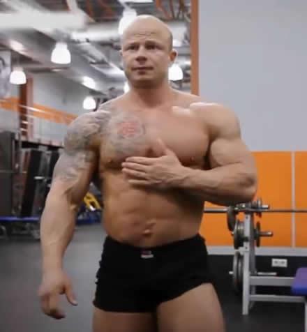 肩部三角肌锻炼-基础动作详解哑铃肩上推举