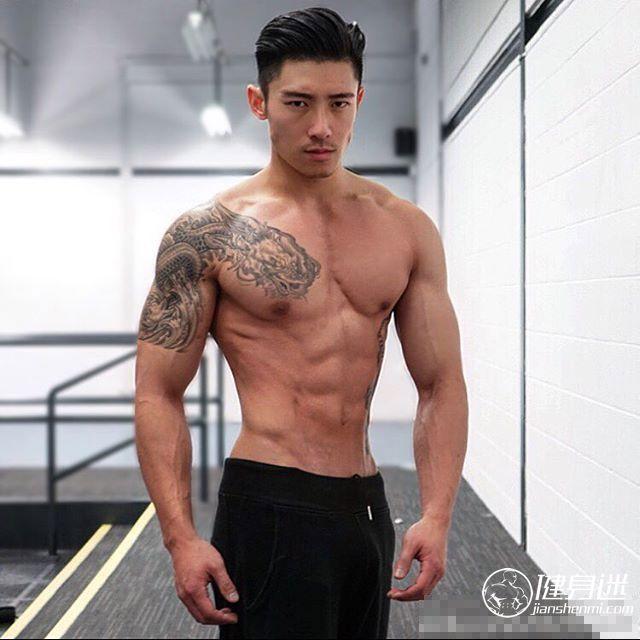亚洲男生肌肉图片