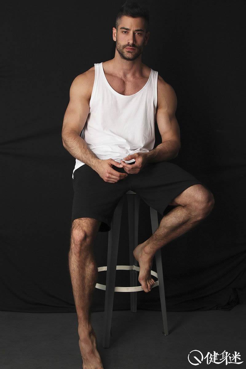 健身房服装搭配 男生去健身穿什么服装 健身房常见 ...