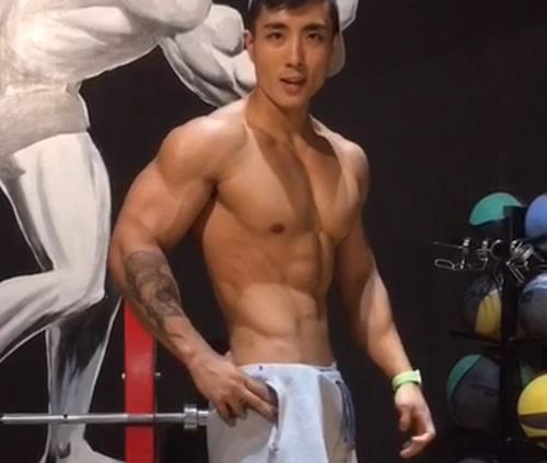 健身肌肉男卡通
