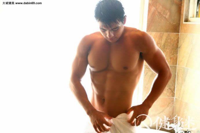 中国肌肉男 台湾肌肉男模林少华大尺度写真